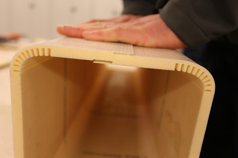 """Die DuFlex-Platten sind extrem flexibel und so entsteht das Interieur mit """"runden Ecken"""""""